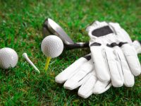 BEGINNER'S GUIDE TO GETTING GOLF EQUIPMENT